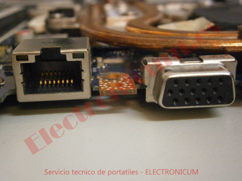 Conector red y VGA Packard Bell