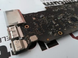 MacBook Pro mojado sin imagen 4